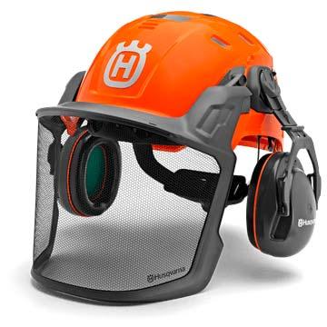 El casco de protección para el trabajo con motosierras