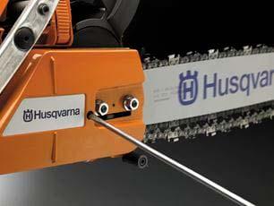Motosierra a gasolina Husqvarna 560 XP - Tensor de cadena lateral